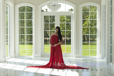 Maternity photo with wonderful windows in the early morning hours