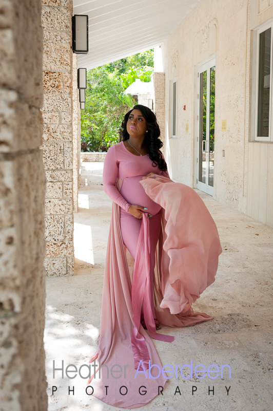 Maternity photo outside at a park in Florida